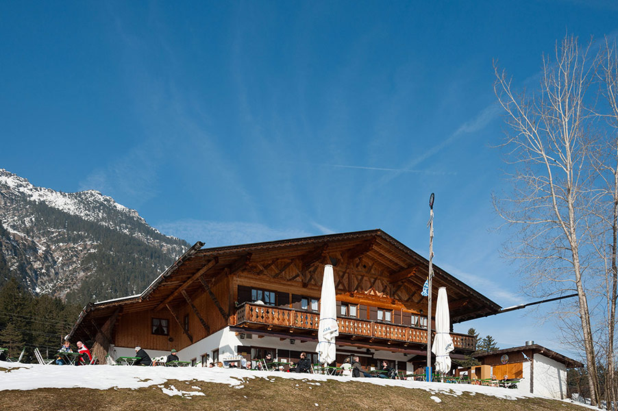 Berggsthof-Almhuette-Windbeutelalm-Garmisch-Partenkirchen-Terrasse004.jpg