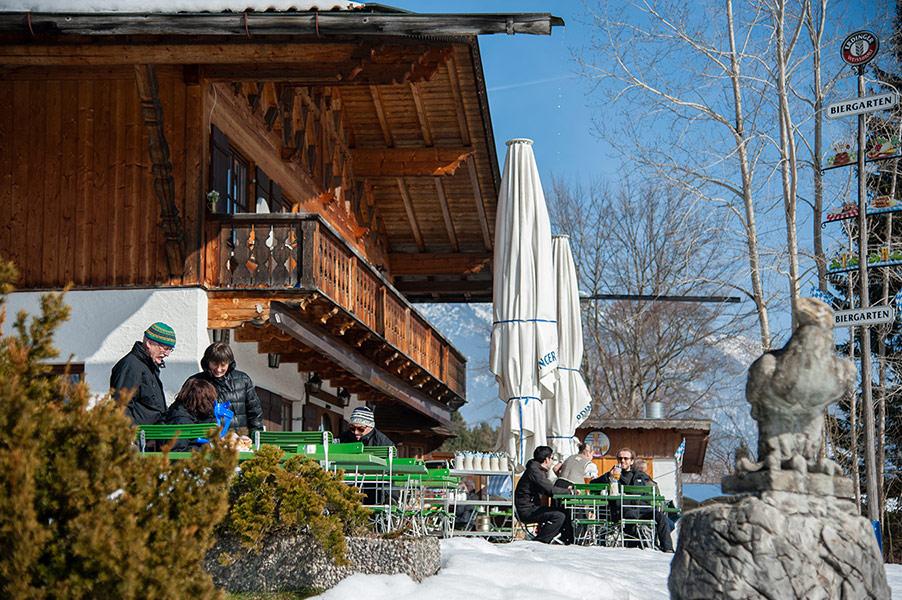 Berggsthof-Almhuette-Windbeutelalm-Garmisch-Partenkirchen-Terrasse005.jpg